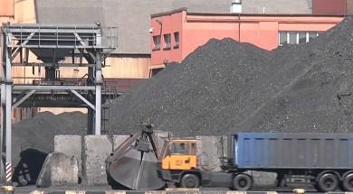 Ventspilī divas dienas deg ogles