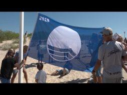 Ventspils pludmalē jau 20 gadus plīvo Zilais karogs!